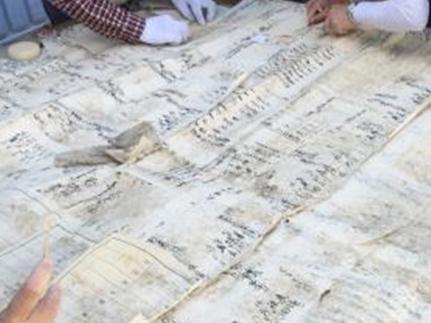 襖の下張り文書の解体